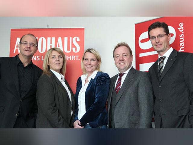 Gewinner Des Autohaus Wettbewerbs Stehen Fest 3