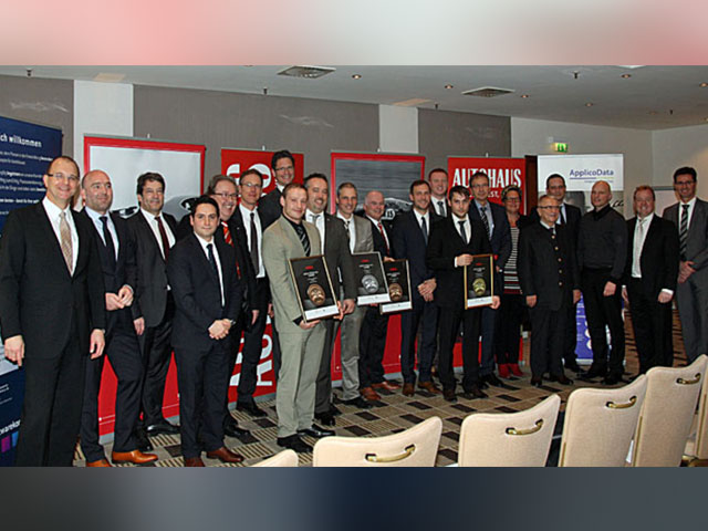 Gewinner Des Autohaus Wettbewerbs Stehen Fest 4